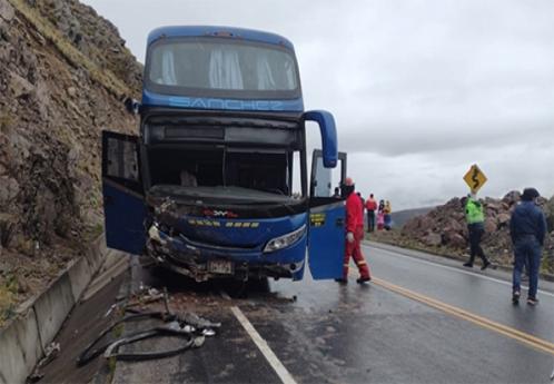 Cinco pasajeros heridos por choque de bus en Siete Vueltas