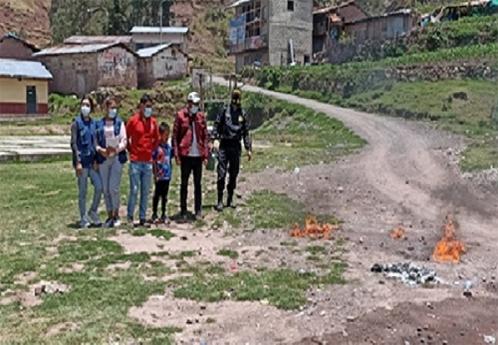 Decomisan e incineran aguardiente de caña de dudosa procedencia en Tapairihua